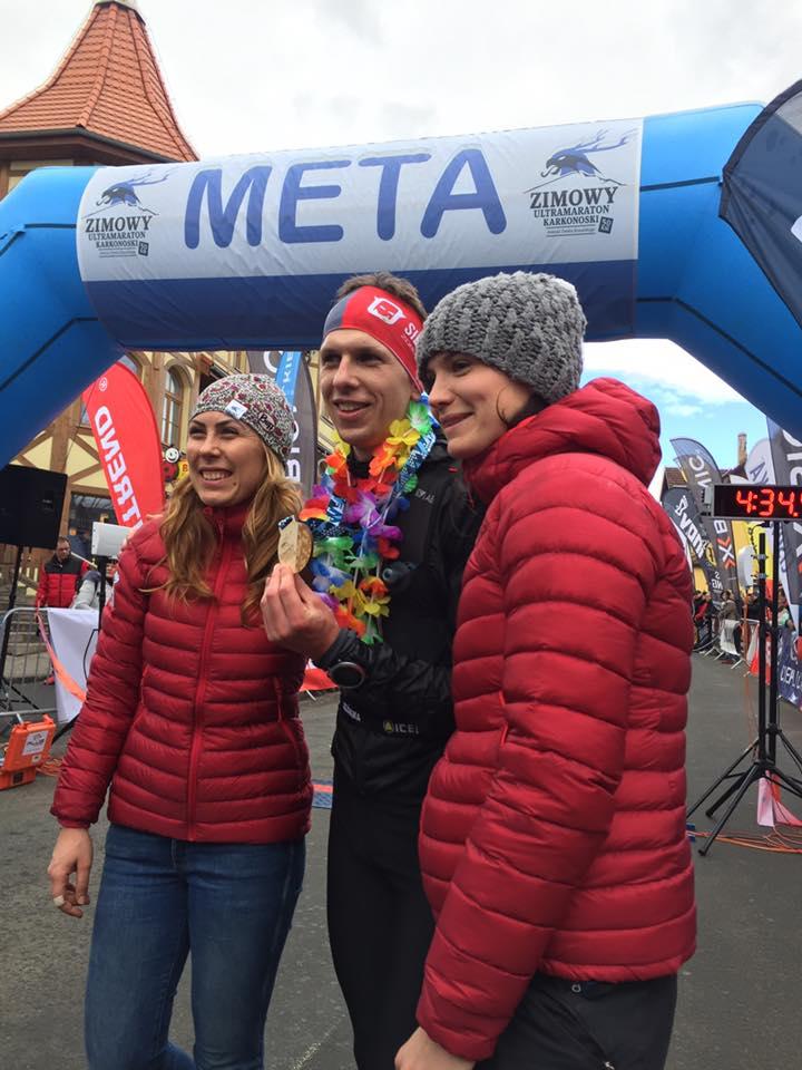 Michał Rajca pierwszy na mecie Zimowego Ultramaratonu Karkonoskiego (fot. ZUK profil FB)