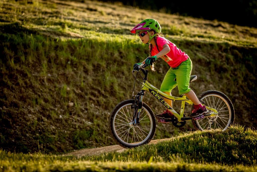 Aktywny wypoczynek na rowerze - warto aby uczestniczyły w nim dzieci (fot. 4Faces / OTCF)