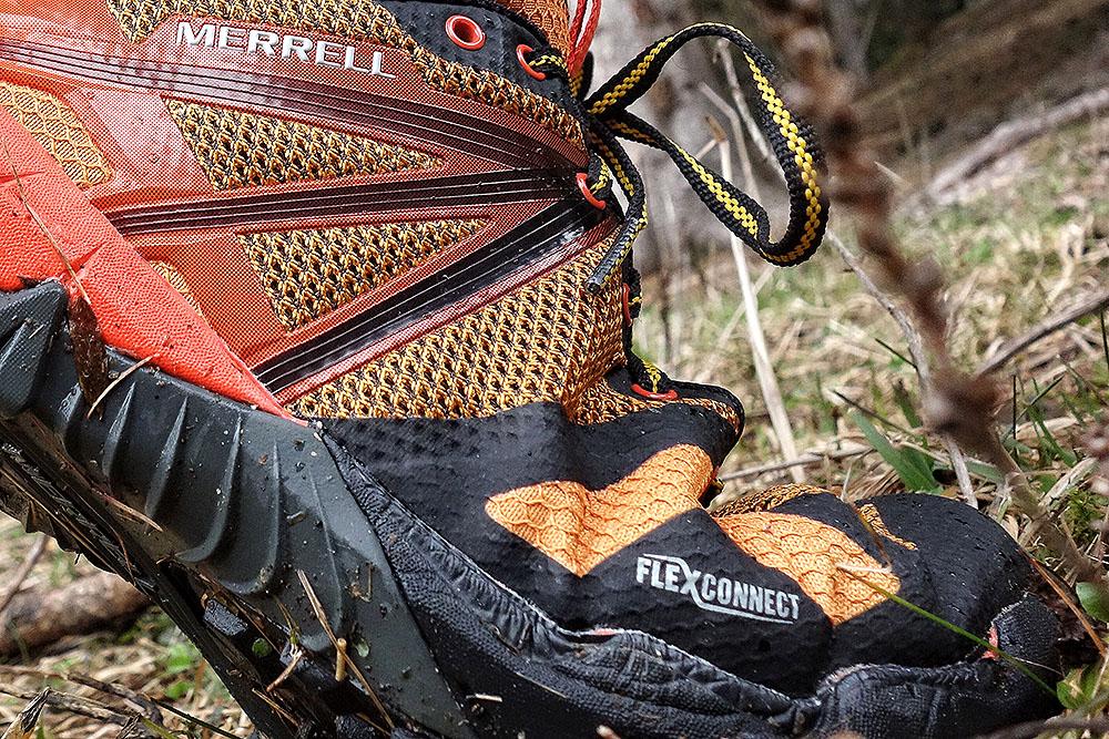 Cholewka Merrell MQM Flex GORE-TEX®  jest elastyczna  – za sprawą siateczki mesh i łatwo poddaje się podczas zginania stopy (fot. Michał Gurgul / Outdoor Magazyn)