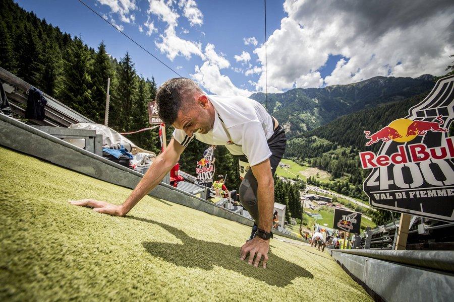 Morderczy sprint w górę skoczni narciarskiej - Red Bull 400 (fot. Red Bull Content Pool)