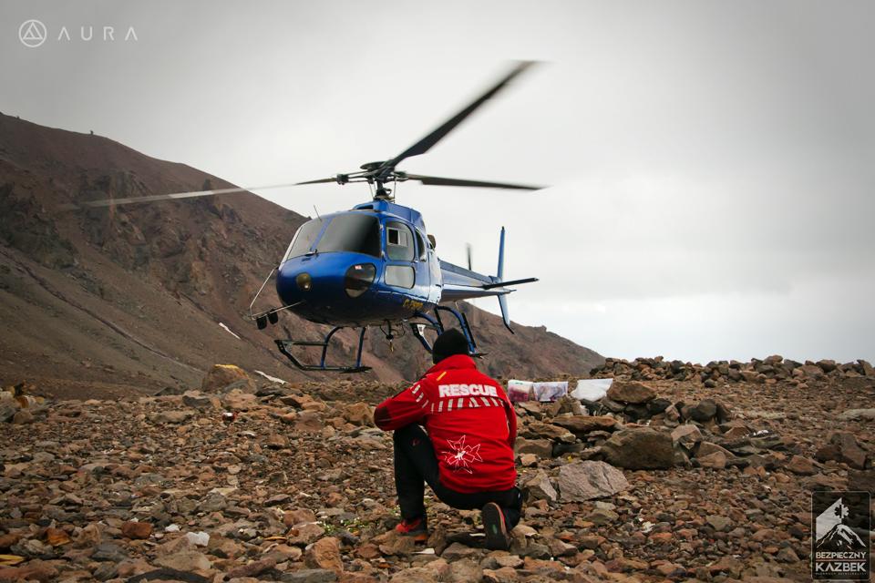Polscy ratownicy współpracują z lokalnymi służbami (fot. Aura)