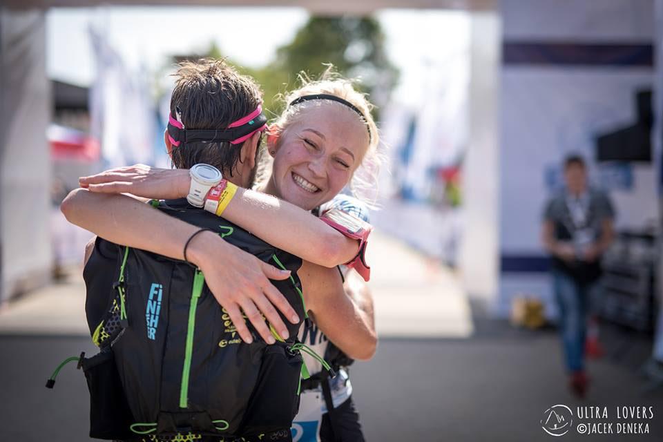 Kasia podczas Festiwalu Biegowego w Krynicy w 2017 roku – meta biegu na 64 km (fot. Jacek Deneka / UltraLovers)