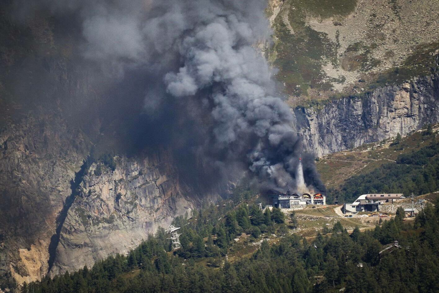 Pożar stacji kolejki Grandes Monets (fot. Rob Atkinson/Montages Magazine)