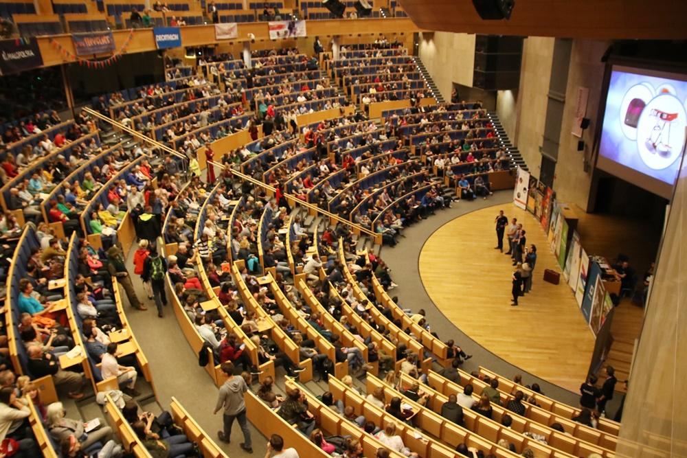Uczestnicy Travenaliów zapełniają główną aulę Auditorium Maximum (fot. Travenalia)