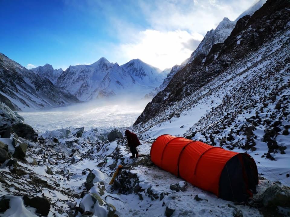 Himalaiści zespołu kazachsko-rosyjsko-kirgiskiego w ABC (fot. K2 winter climb 2019)