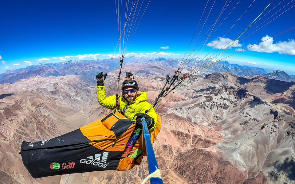 Antoine Girard w trakcie lotu nad Andami (fot. FB Antoine Girard)