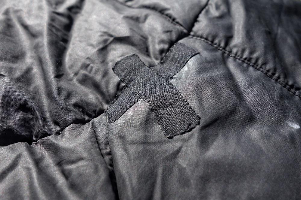 Skuteczny i łatwy sposób na naprawę kurtki puchowej (fot. Michał Gurgul / Outdoor Magazyn)