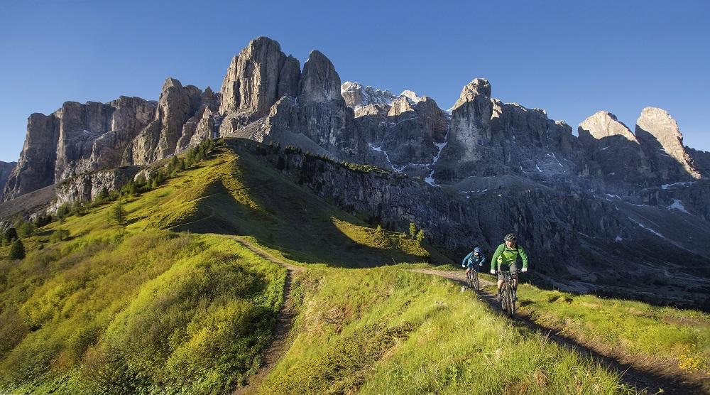 Rowerowa wycieczka wokół imponującego masywu Sella (fot. IDM Südtirol / Daniel Geiger)