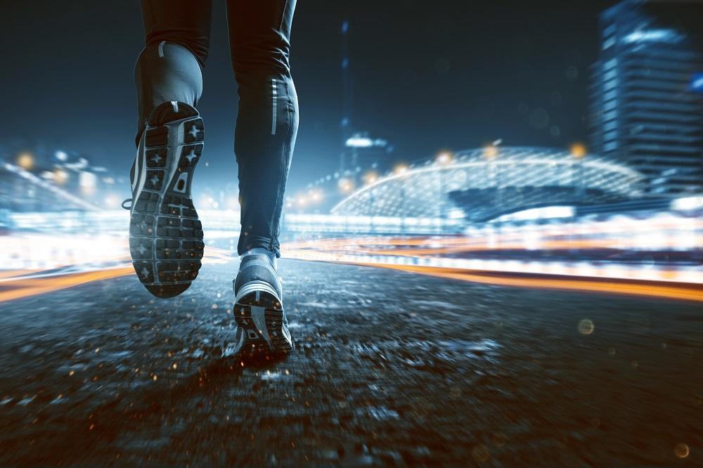 Nocą biegać każdy może. Jak się przygotować? (fot, mat. Mactronic)