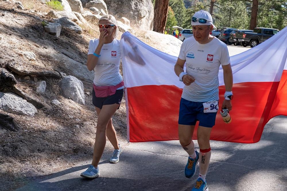 Krystian Ogły na trasie ultramaratonu Badwater (fot. Jakub Młynarczyk)