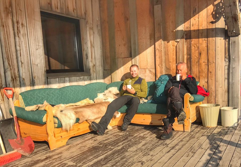 Piotr Hercog i Piotr Pustelnik przed wejściem na lód (fot. FB Piotr Hercog)
