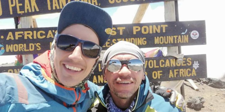 Max Álvarez i Héctor Ponce de León na szczycie Kilimandżaro (fot. Max Álvarez)