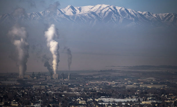 Smog nad Salt Lake City, Utah (fot.