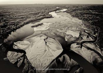 Niski stan wody w Wiśle (fot. David Kaszlikowski / verticalvision.pl)