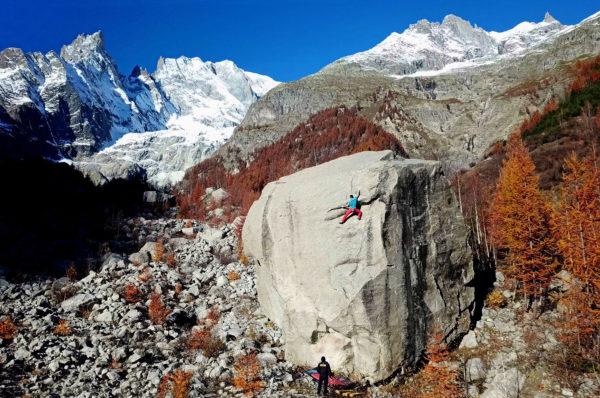 Filip Babicz na swoim highballu u stóp Mont Blanc (fot. Gianluca Marra)