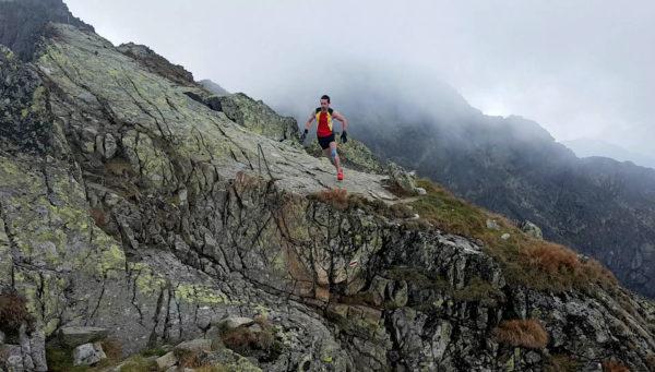 Filip Babicz podczas rekordowego biegu na Orlej Perci (fot. Krzysztof Babicz)
