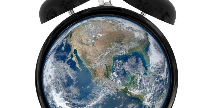 """""""Time for nature"""" - Światowy Dzień Środowiska 2020 (obrazek: outdoormagazyn.pl na podstawie fotografii NASA i Wikipedia CC)"""