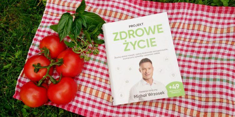 """""""Projekt Zdrowe Życie"""" - książka dietetyka klinicznego Michała Wrzoska (fot. Ilona Łęcka / outdoormagazyn.pl)"""