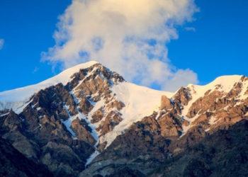 Khosar Gang 6400 m (fot. www.saltorosummits.com)