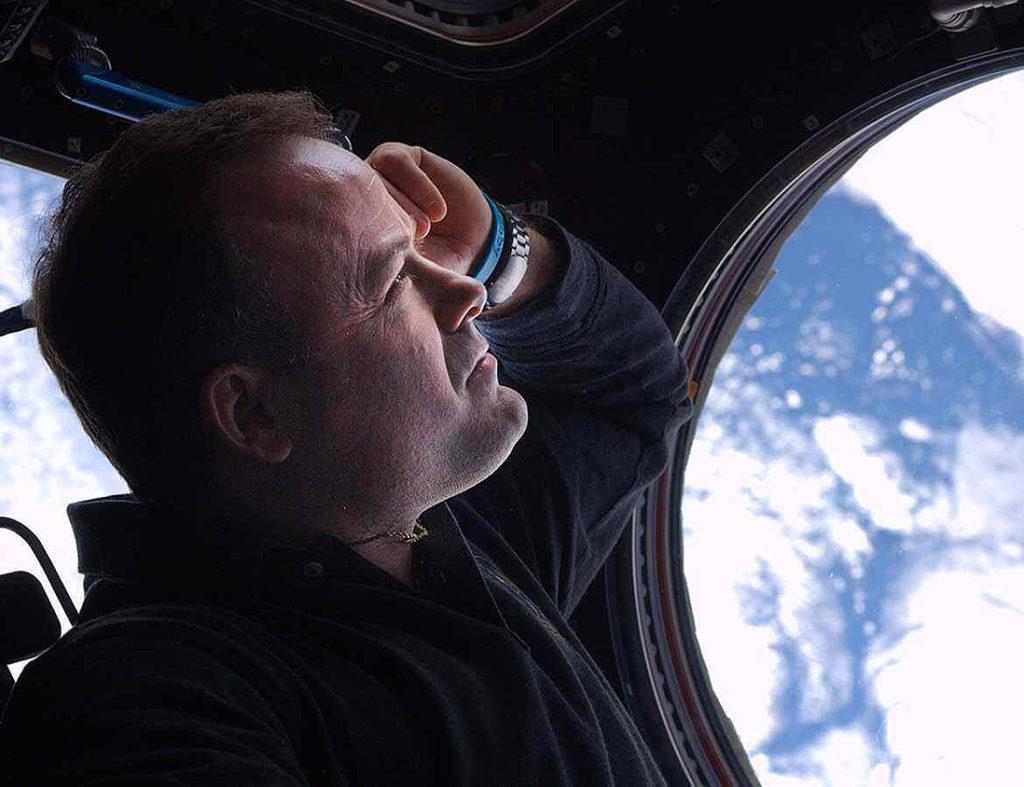 """Ronald Garan: """"Jedną nogą w kosmosie, drugą na Ziemi. Każdego ranka budzę się we własnym łóżku i budzę się na naszej planecie"""" (zdj. Ronald Garan / rongaran.com)"""