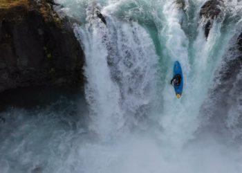 "Kadr z filmu ""Nouria Newman extreme kayaking in Iceland"""