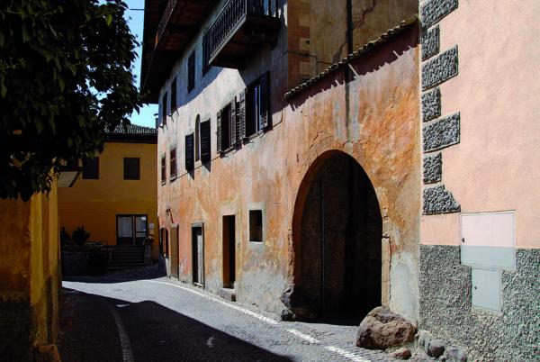 Urokliwe zaułki Cavalese (fot. Region Trentino)