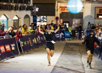 Kasia Solińska wbiega na metę jako piąta zawodniczka biegu CCC (fot. Manuel Uribe)